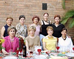Michelle Monárrez Martínez acompañada  por sus amistades, en una de sus últimas despedidas.