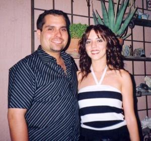 Homero del bosque Cravioto y María Fernanda Ortiz Woolfolk, captados en la despedida de solteros que se les ofrecio por su próximo matrimonio.