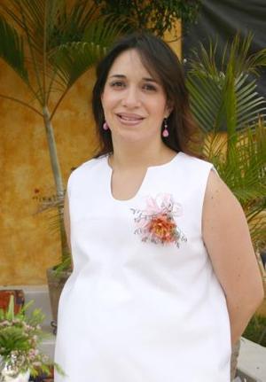 <u><b> 19 de Junio </u> </b><p>  Rocío Flores de Arellano espera la llegada de su bebé y por tal motivo, recibió numerosos obsequios en su fiesta de canastilla.