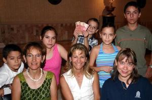 Mary, Roberto y Daniel Velasco, Paty, Lety, Ilse, valeria y Germán de la Garza.