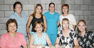 <u><b> 19 de Junio </u> </b><p>    Alicia González disfrutó de despedida con motivo de su viaje de estudios a Argentina, ofrecida por su familia y por un grupo de amistades.