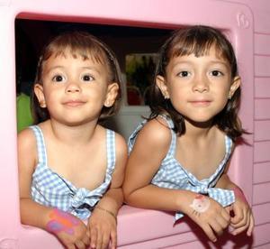 Paulina y Marifer Pérez Pereyra, captadas ensu fiesta de cumpleaños.