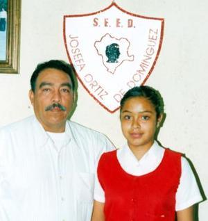 Cecilia Caldera Huerta acompañada de Jesús Contreras Acosta, en pasado acontecimiento social.