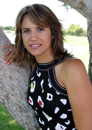 Claudia Fayer de Treviño