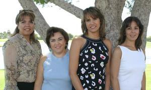 Claudia Fayer de Treviño junto a Tere, claudia y Lupis Villarreal.