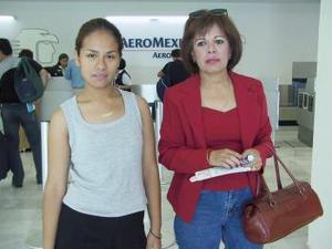 Angélica Gil fue despedida por Valeria Favela antes de viajar a la Paz.