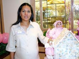 Nancy Marín Castañeda recibió sinceras felicitaciones en la fiesta de regalos que le ofrecieron por el nacimiento de su bebé