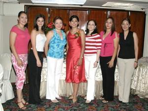 <u><b> 22 de Junio </u> </b><p>   Perla Muñoz, Diana Daher, Michelle Morales, Yadira Bujama, Estrella Carreón y Consuelo Ramos, acompañaron a Mariela en su festejo .