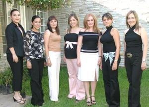 Alejandra Sánchez de Necochea en su fiesta de canastilla acompañada por sus amigas Silvia Herrera, Cecy Valencia, Bety de Depp, Brenda Noyola, Ana Sofía de Garza y Olga de Pérez