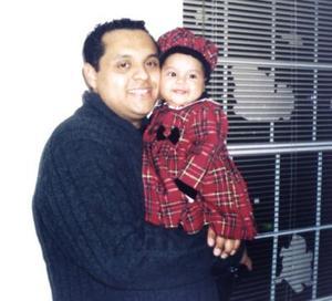 Juan A. Salazar festejando el Día del Padre con su hija Victoria en Indianápolis EU.