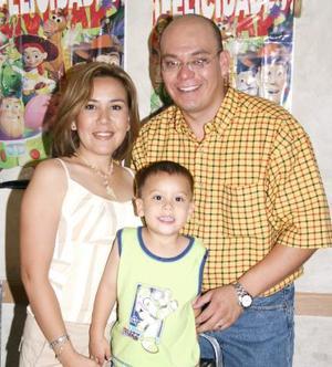 Maximiliano García Anaya en compañía de sus papás Juan M,. García y Susy de García en la fiesta que le ofrecieron por su cumpleaños