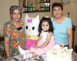 Nayma Lucía Huereca González en compañía de sus abuelitas en la fiesta que le ofrecieron por su segundo cumpleaños