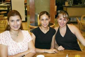 Gina Maturino, Ana Luisa Campillo y Nora de la Torre.