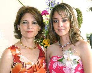 Gabriela Torres Ledesma acompañada de su mamá Gabriela Ledesma de Torres