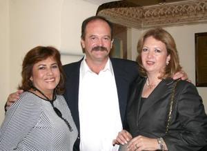 Velia Ríos de Berlanga, Roberto Villarreal y Patricia Vargas