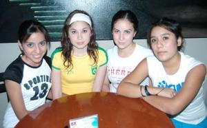 Julieta Velázquez, Jessica Villafana, Melissa Gómez y Diana Orona