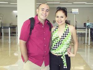 <u><b> 20 de Junio </u> </b><p>   Samuel Castillo  y Elizabeth de Castillo viajaron de luna de miel a Cancún.