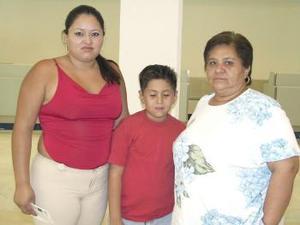 <u><b> 21 de Junio </u> </b><p>   KArina Álvarez, viajó a Tijuana y fue despedida por María del Refujio y Juan Carlos Machaín