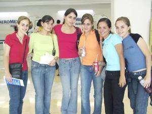 Bety Murra, Tanya Rueda, Sofía Baile, Mila Jaidar, Cristy Berlanga y Laura Gómez viajaron a las Islas Griegas