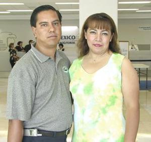 <u><b> 22 de Junio </u> </b><p>  José Manuel Morales viajó a la Ciudad de México y fue despedido por Susana Gallegos.