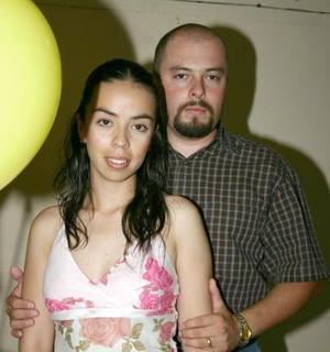 Antonio Leyva acompañado de su esposa Fátima Jara de Leyva, en el convivio que le ofreció por su cumpleaños.