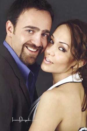 Sr. Marcos Antonio Jiménez Fernández y Srita Isabel González Enríquez efectuaron su presentación religiosa en la parroquia de San Pedro Apóstol y contrajeron matrimonio el 30 de abril de 2004.
