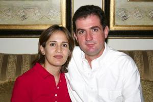 Nelly Meléndez de López y Jorge López Willy.