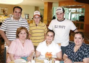 Ricardo, Andrés y Hassan Hamdan Zuno, Edna Zuno Hamdan, Norma Domínguez y Norma Zuno de Domínguez