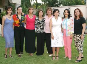 Marcela Borrego de Diez, acompañada de sus amigas en su fiesta de cumpleaños