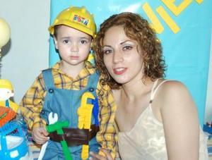 El pequeño Francisco Javier Santa Cruz celebró su tercer cumpleaños, con un divertido convivio infantil ofrecido por su mamá Claudia Rivas Ortiz.