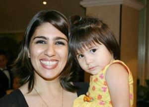 Nayma Charara de Martínez con su hija Mariana Martínez Charara, captadas recientemente.