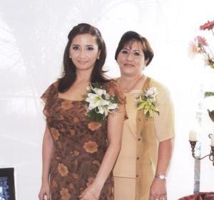<u><b> 24 de Junio </u> </b><p>    Mónica Cortés Govea contraerá matrimonio en breve con Dave Cote y por tal motivo su mamá le ofreció una despedida de soltera