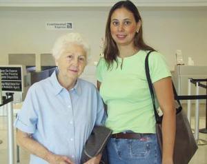 <u><b> 23 de Junio </u> </b><p>  Ifigenia Tió de Salazar se trasladó a México y fue despedida por Mónica de Salazar.
