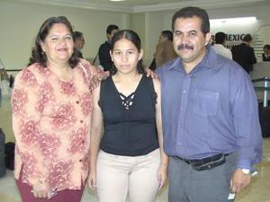 <u><b> 24 de Junio </u> </b><p>    María Elena Salazar, Tania y Sergio Rondán viajaron a la Ciudad de México.