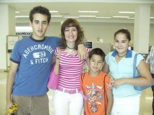 <u><b> 25 de Junio </u> </b><p>    Pilar Flores, Luisa, Guillermo y Fernando Diez volaron a Ensenada.