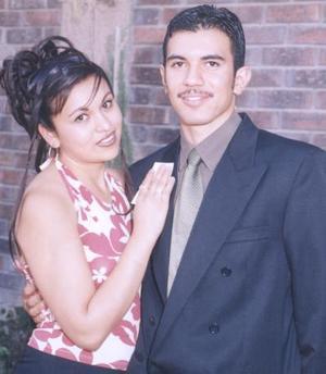 <i><u>26 de junio de 2004</i></u><p> Yessica Pérez García y Alejandro de Lara Estrada.