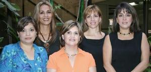 <u><b> 25 de Junio </u> </b><p>    Nora González de Escalante, Claudia Estrada de Gómez, Catalina González de Bejarano, Gloria Bernal de Chávez y Anabel Garza de Madero, integran la asociación  Nace Laguna.