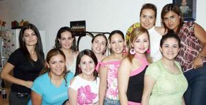 <u><b> 26 de Junio </u> </b><p>   Lorena Verdeja de Chaib acompañada de sus amigas, en su fiesta de cumpleaños.