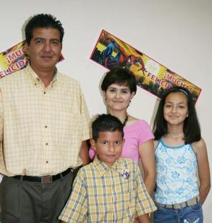 <u><b> 25 de Junio </u> </b><p>  ALejandro García Arroyo cumplió ocho años de vida y lo festejó con una divertida piñata organizada por sus papás, Alejandro García Graciela de García y su hermana Paola Andrea.