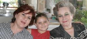 Naima Papadópulos de Murra, niña Naima María Mexen Murra y Enriqueta reed de Murra.