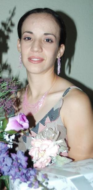<u><b> 25 de Junio </u> </b><p>   Ana Jocabeth Rodríguez, captada en su despedida de soltera.
