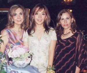 Lulú en compañía de María de Lourdes González Ramos y Aglavena Ancira de Martínez.