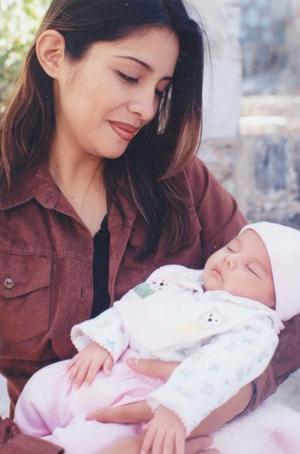 Lucía García Valdez, con su pequeña hija Ana Lucía Valdez García.