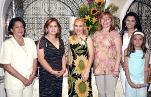 Nadyme Charara Sierra disfrutó de una despedida ded soltera acompañada por sus familiares y amigos.