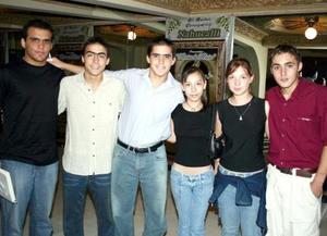 Mario Palomares, Lorenzo Palomares, Marco Palomares, Adriana Serrano, Andrea Palomares y Ricardo Carreón, captados en reciente a cto cultural.