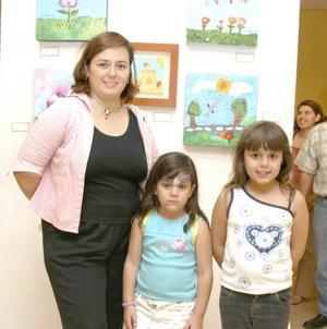Alejandra de Murguía y sus hijas Alendra y Andrea.
