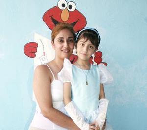 Andrea Hidaly Ocón Luna en compañía de su mamá Rosario Luna Velázquez, en la fiesta de cumpleaños que le ofreció en días pasados.