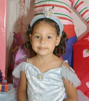 Edna Fernanda Rodríguez de la Torre festejó su cuarto cumpleaños de vida, con un divertido convivio en días pasados.