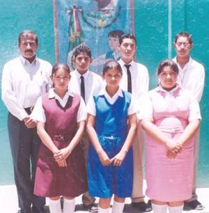 ALumnos destacados de la secundaria Lázaro Cárdenas de Tlahualilo, Dgo., en pasado acontecinmiento académico.