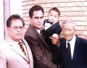 Cuatro generaciones de la familia Escobedo., Don Juan Escobedo Montañez, Manuel Escobedo Paredes, Juan Manue Escobedo Gutiérrez y Antonio Escobedo García.